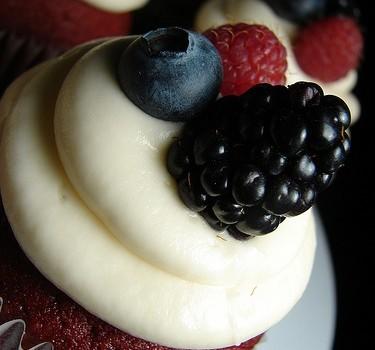df4bd185ffe5a955ad943e81e968c98b 375x350 - Red velvet cupcakes: receta