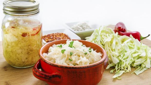 alimentos probioticos 620x350 - 7 alimentos probióticos buenos para el estómago