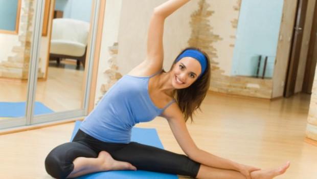 ejercicios en casa.33 620x350 - Ejercicios para adelgazar en casa y mantenerse en forma
