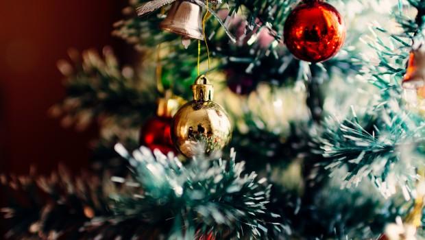 arbol de navidad 620x350 - Ideas de regalos saludables para Navidad