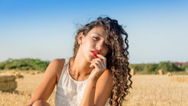 caida del cabello 620x350 - Caída del cabello ¿es un proceso natural?