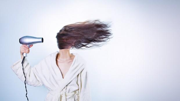 woman 586185 1280 620x350 - ¿Verdadero o falso? Cuánto sabes sobre la caída del cabello