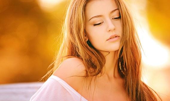 woman 1320810  340 - Cuidar el pelo en verano ¡toma nota de los mejores tratamientos!