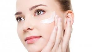 como-aplicar-la-crema-hidratante-facial