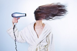 Prevén la caída del cabello en otoño cortando por lo sano el pelo