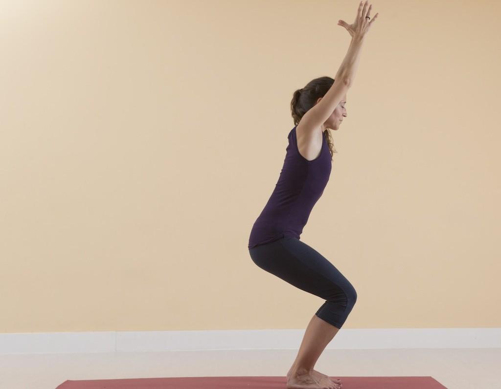 pose-silla-yoga-potencia-sexual