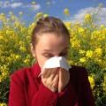 alergia-primaveral-chica-estornudando