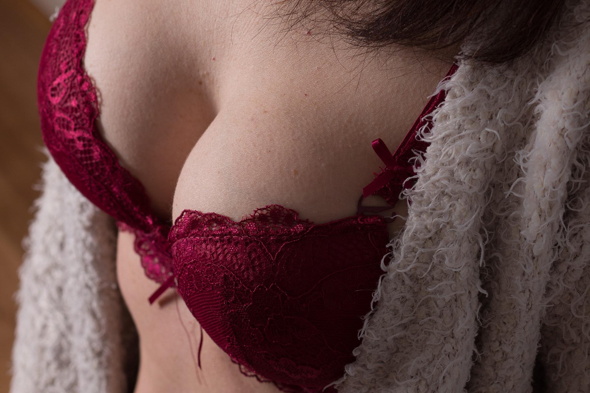 aumento-de-senos-pecho-mujer