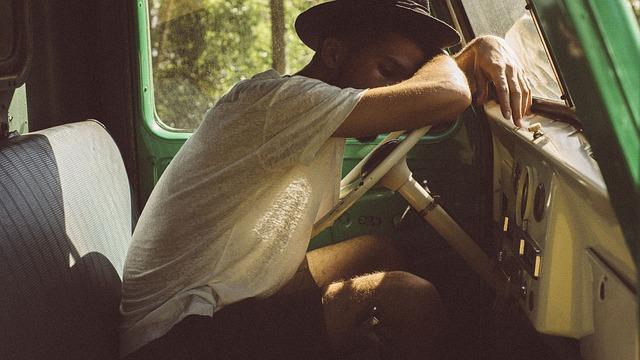 people 2572172 640 - Descansa estas vacaciones: los trastornos del sueño
